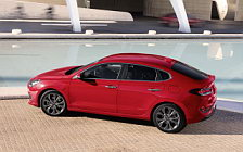 Обои автомобили Hyundai i30 Fastback - 2018