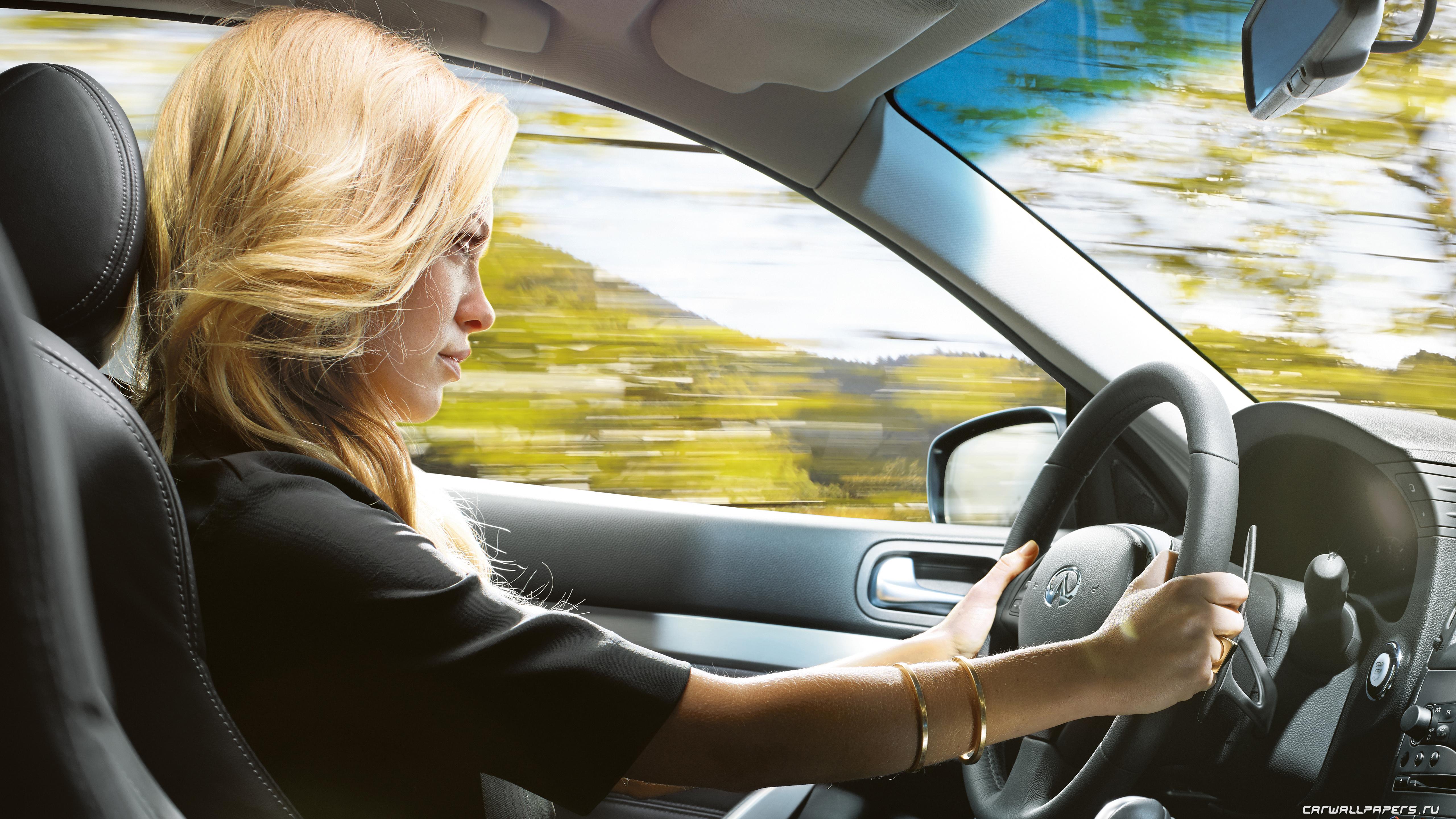 Фото девушки за рулем с боку на аву