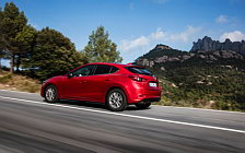 Обои автомобили Mazda 3 Hatchback - 2016