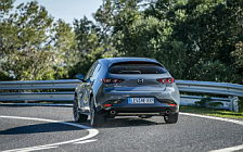 Обои автомобили Mazda 3 Hatchback (Polymetal Grey Metallic) - 2019