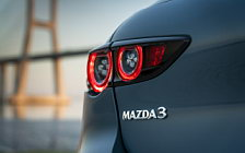 Обои автомобили Mazda 3 Hatchback (Polymetal Grey Metallic) - 2019