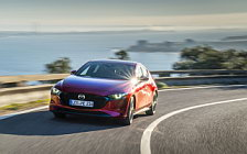 Обои автомобили Mazda 3 Hatchback (Soul Red Crystal) - 2019